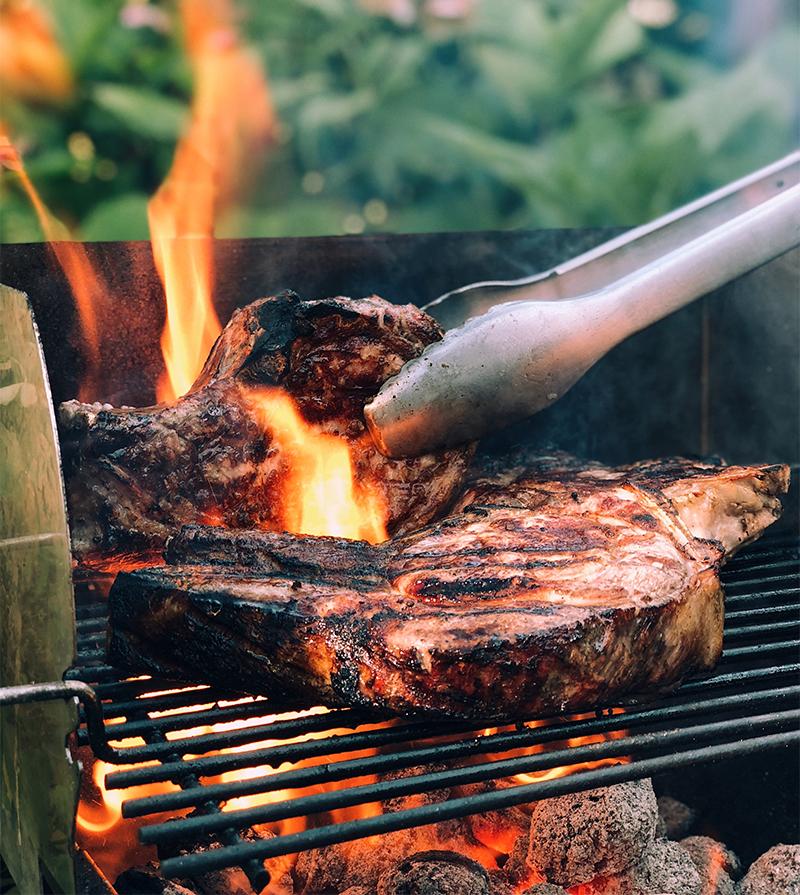 grigliata girare la carne