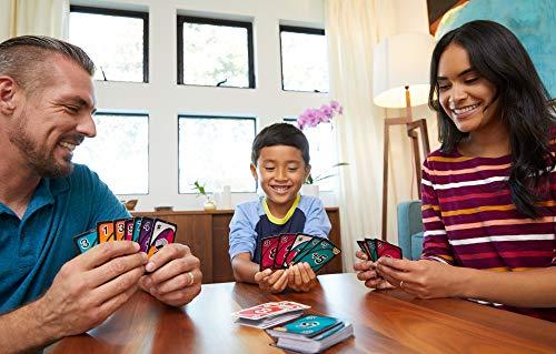 uno gioco di carte in famiglia